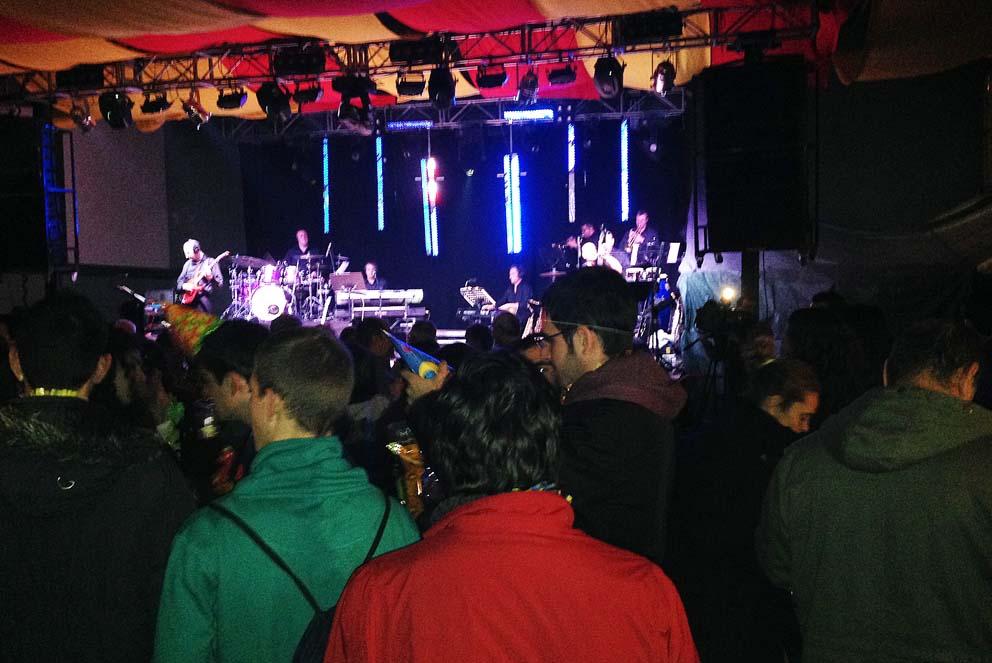 Máxima diversión en la entrada del nuevo año en San Esteban de Litera