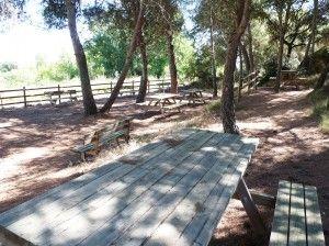 Imagen de la zona de descanso ubicada en la falda de la Sierra de San Quílez