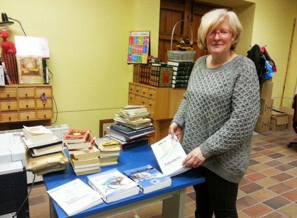 La Biblioteca Pública Municipal de Binéfar ayuda a los opositores con la adquisición de temarios