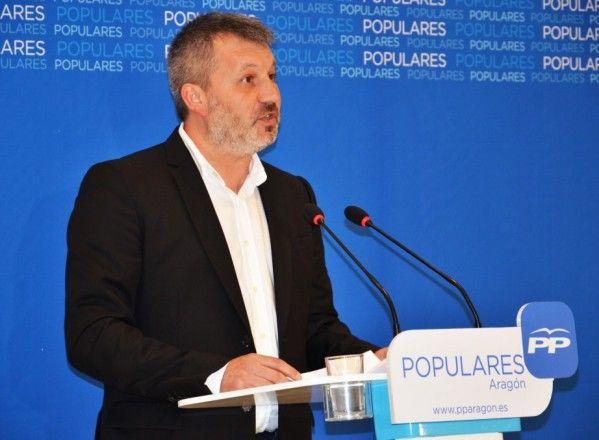 Carlos Corzán hace pública su candidatura en presencia de Luisa Fernanda Rudi