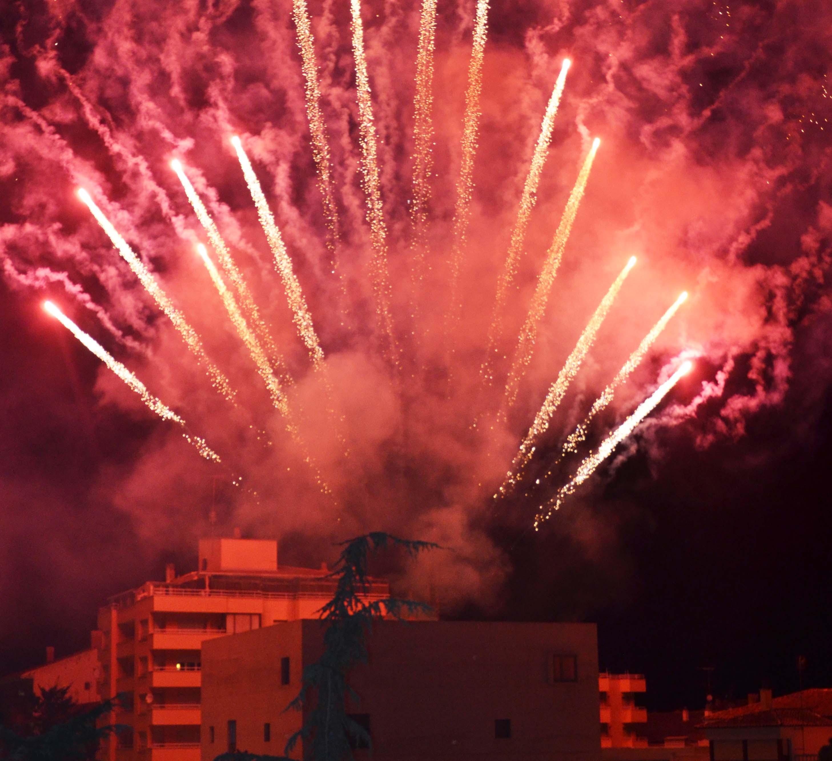 Las Fiestas de Binéfar cierran edición a ritmo de unos renovados fuegos artificiales