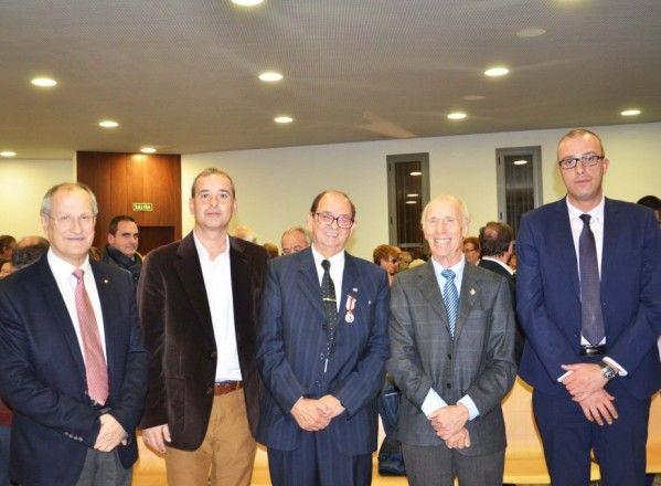 Ernesto Romeu recibe la medalla de plata de Cruz Roja Española