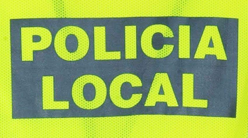 Dos agentes de la Policía Local rescatan a una familia de un incendio en su domicilio