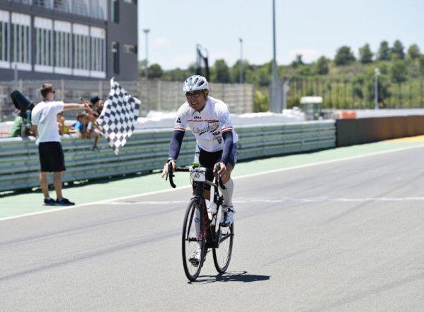 Diego Castillo no se baja de su bicicleta